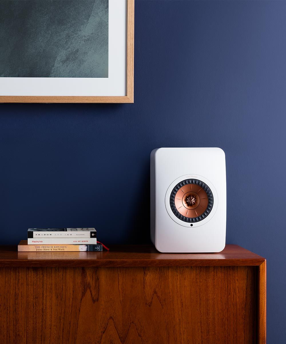 LS50 Wireless Powered Music System White lifestyle 1